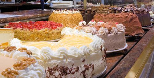 Große Kuchen und Torten Auswahl