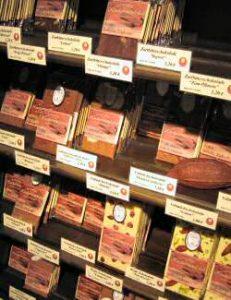viele verschiedene Schokoladen in der Chocolaterie